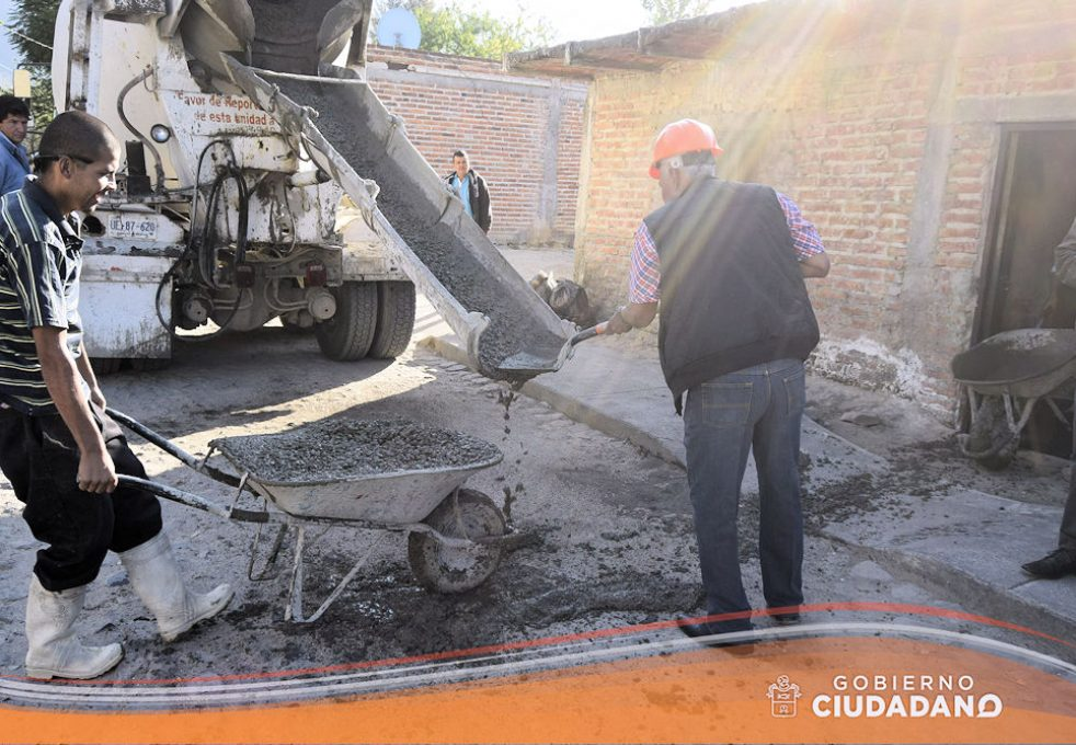 apoyo-piso-firme-en-el-municipio-acatlan-de-juarez-2017-02