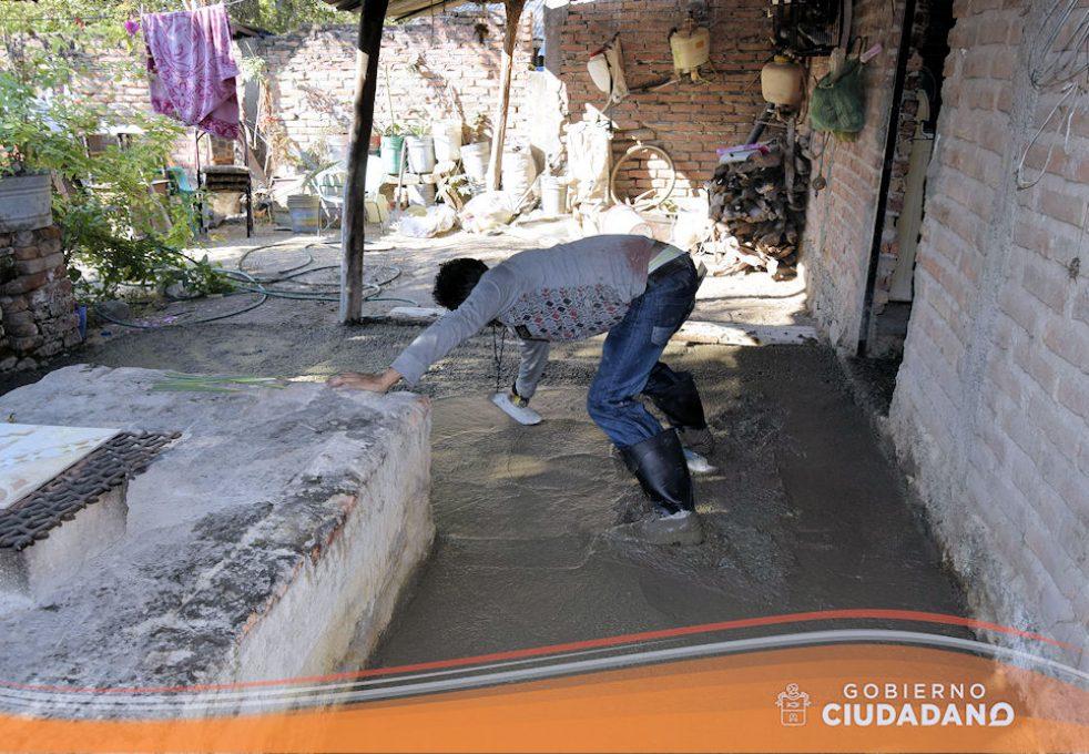 apoyo-piso-firme-en-el-municipio-acatlan-de-juarez-2017-05