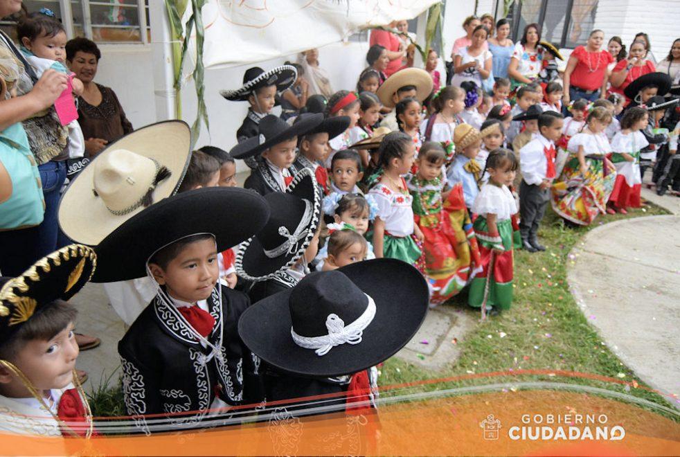 conmemoracion-dia-de-la-independencia-dif-acatlan-de-juarez-2016-05