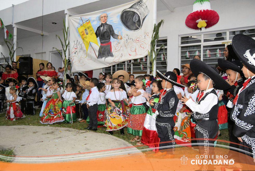 conmemoracion-dia-de-la-independencia-dif-acatlan-de-juarez-2016-07