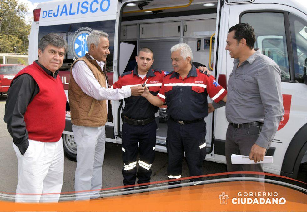 entrega-de-ambulancia-para-acatlan-de-juarez-2017-06