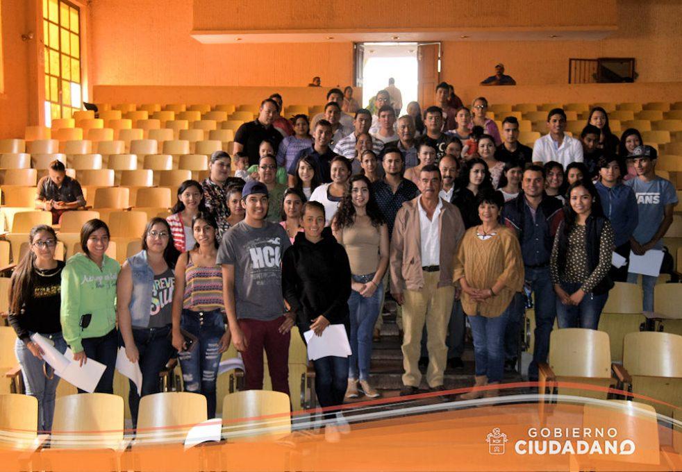 entrega-de-credenciales-para-transporte-escolar-acatlan-de-juarez-2017-05