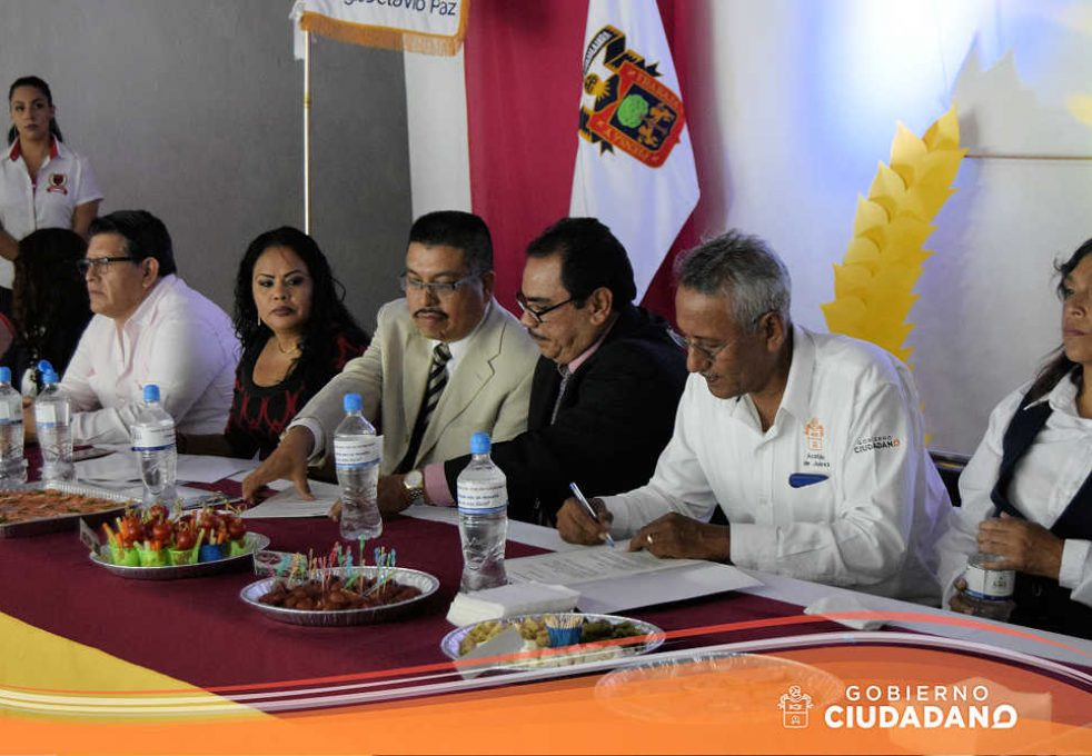 firma-de-convenio-universidad-la-paz-acatlan-2016-05