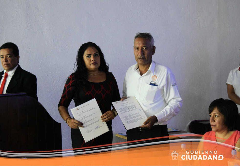 firma-de-convenio-universidad-la-paz-acatlan-2016-07