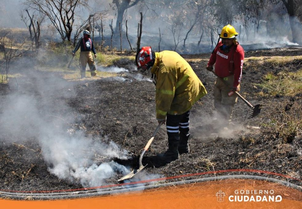 se-controla-incendio-en-el-ingreso-a-san-jose-de-los-pozos-acatlan-de-juarez-2017_002