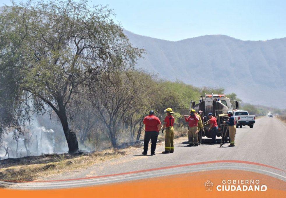 se-controla-incendio-en-el-ingreso-a-san-jose-de-los-pozos-acatlan-de-juarez-2017_004