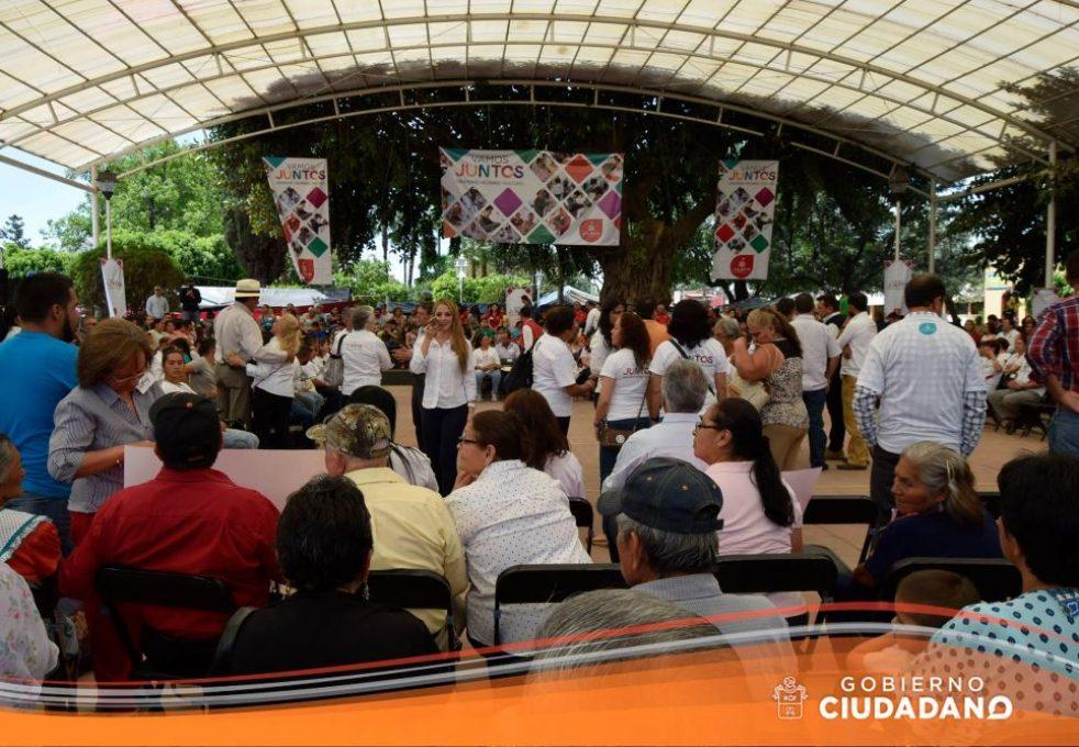 se-realiza-firma-de-programa-vamos-juntos-acatlan-de-juarez-2017_008