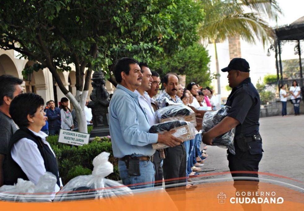 uniformes-y-patrulla-para-seguridad-publica-acatlan-de-juarez-2017_004