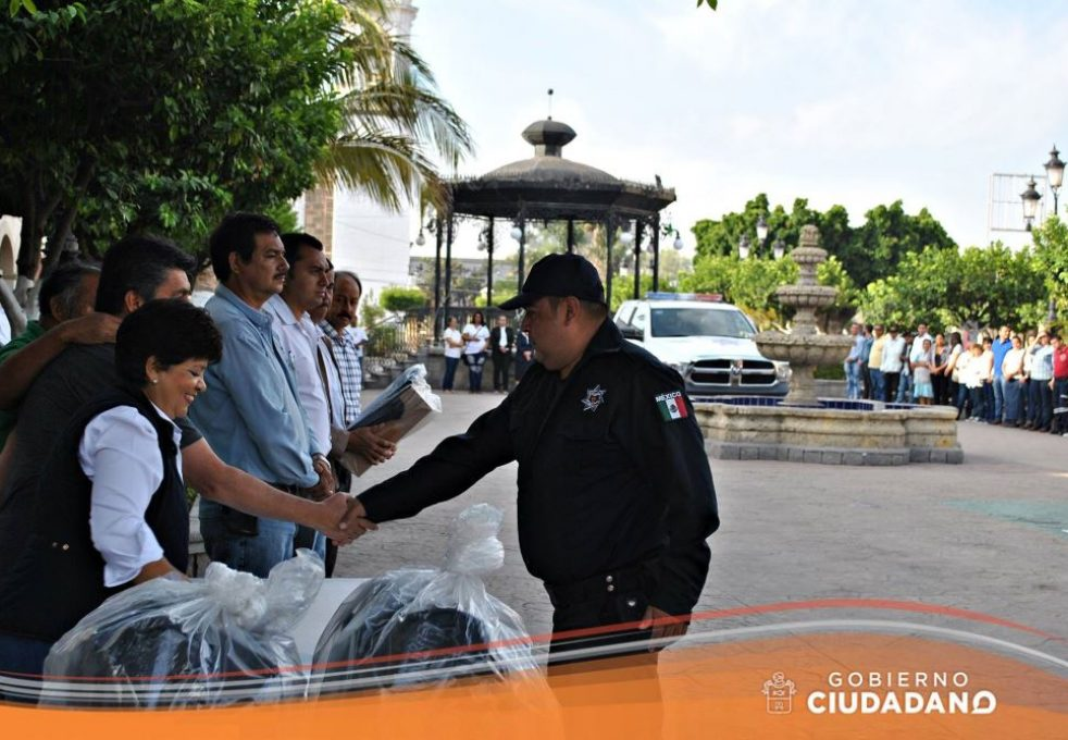 uniformes-y-patrulla-para-seguridad-publica-acatlan-de-juarez-2017_005